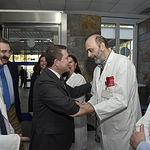 El presidente de Castilla-La Mancha, Emiliano García-Page, visita el nuevo equipo de tomografía computarizada (TAC) del Hospital Universitario 'Nuestra Señora del Perpetuo Socorro' de la capital albaceteña. (Fotos: José Ramón Márquez // JCCM)