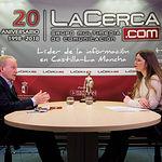 Daniel Faura, candidato al Senado por el PSOE en Albacete, junto a la periodista Carmen García