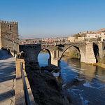 El río Tajo a su paso por el Puente de San Martín, declarado Monumento Nacional en 1921.