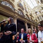 """Inés Arrimadas visita Albacete y participa junto a simpatizantes en un acto enmarcado dentro del """"Vámonos de cañas con Inés Arrimadas"""" en el Pasaje de Lodares de la capital."""