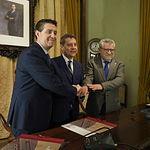 El presidente regional, Emiliano García-Page, firma junto con el presidente de la Diputación de Albacete, Santiago Cabañero, un protocolo para la nueva sede del Conservatorio Superior de Música de Castilla-La Mancha, en la Diputación.