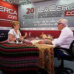 Carmen Guerrero Alfaro, responsable de medios de comunicación del Grupo de Danzas Manchegas Magisterio, junto al director del Grupo Multimedia de Comunicación La Cerca, Manuel Lozano