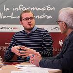 """Manuel Martínez, miembro de la asociación """"Hombres por la Igualdad"""" y Manuel Lozano Serna, director del Grupo Multimedia de Comunicación La Cerca."""
