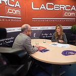 Carlos Muñoz, responsable de la Escuela de Negocios de FEDA, junto a la periodista Miriam Martínez