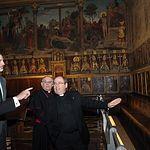 Su Majestad el Rey durante el recorrido en el interior de la Catedral Primada de Toledo