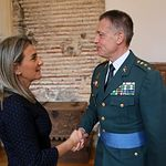 La alcaldesa de Toledo, Milagros Tolón, ha recibido al nuevo jefe de la Comandancia de la Guardia Civil en Toledo, Francisco Javier Vélez.