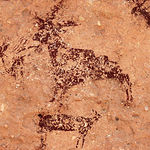 Escena de una cabra, junto a unos arqueros y otros animales, en el Abrigo Grande de Minateda.