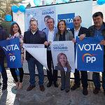 Los candidatos del PP de Albacete, arropados por militantes y simpatizantes, durante la tradicional Pegada de Carteles de las Elecciones Generales del 28A