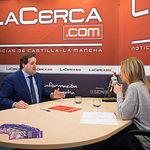 Francisco Núñez, diputado regional del PP en las Cortes de Castilla-La Mancha, junto a la periodista Miriam Martínez