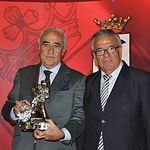 Trofeos Taurinos Feria de Albacete 2013 - El ganadero Daniel Ruiz (i) recibe el trofeo de manos del presidente del Ateneo de Albacete Tomás Mancebo (d).