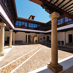 Patio central del Palacio de los Condes de Valdeparaiso en Almagro, actualmente centro cultural.