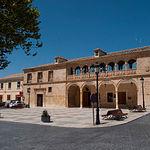 El Ayuntamiento de El Bonillo es de estilo vandelviresco.