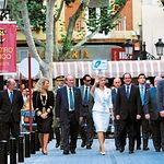S.A.R. Doña Sofía, acompañada por el entonces presidente de la Junta de Castilla-La Mancha, José Bono, y anterior alcalde de Albacete, Manuel Pérez Castell, a su llegada el 9 de septiembre de 2002 al Teatro Circo de Albacete.