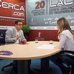 Modesto Belinchón, secretario general de la Agrupación Local del PSOE de Albacete, junto a la periodista Miriam Martínez