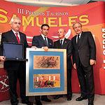 Enrique Ponce recogió la Mención de Reconocimiento Especial del Jurado a su gran trayectoria honesta y profesional.