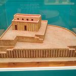 """Templo """"Pintado"""". Tell Uqair, Iraq. Periodo Uruk (3500-3000 a.C.)."""