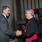 Su Majestad el Rey es recibido en la Puerta Llana de la Catedral Primada por el arzobispo de Toledo, Braulio Rodríguez Plaza