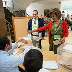 Rosario Velasco, candidata del VOX al Congreso por Albacete, ejecerciendo su derecho al voto