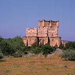 Castillo de Guadamur, saqueado durante la Guerra Civil, restaurado y amueblado por el Marqués de Campoó.
