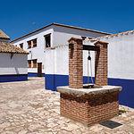 Bodegas Castiblanque ha sabido fusionar perfectamente la bodega con el entorno donde se ubica: La Mancha.