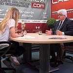 Eloy Molina, presidente de la Federación de Deportes para Personas con discapacidad intelectual de Castilla-La Mancha (FECAM), junto a la periodista Miriam Martínez
