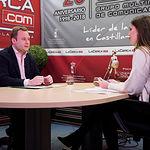 Vicente Casañ, alcalde de Albacete, junto a la periodista Carmen García. Foto: Manuel Lozano Garcia / La Cerca