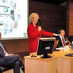 Alfonso Calera (1º izq.) y Anna Osann (2ª izq.), junto a otras personalidades, durante la presentación del Proyecto SIRIUS en el salón de actos de CCM en Albacete, el pasado 14 de diciembre.