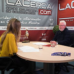 """Francisco Naranjo, autor del libro """"Los Carriles de la Vida"""", junto a la periodista Miriam Martínez"""