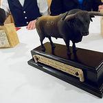 """Escultura de un toro """"Samueles"""" creada por Salvador Buendía."""