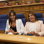 Inmaculada Herranz y Agustina García en el Pleno de las Cortes Regionales. Foto: Ignacio López // JCCM