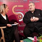 Paola Zafrilla, periodista del Grupo de Comunicación La Cerca, junto a Santi Santamaría, cocinero del restaurante El Racó de Can Fabes (San Celoni, Barcelona).