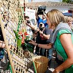 La presidenta de Castilla-La Mancha visitó la Feria de Albacete y participó en la ofrenda a la Patrona, la Virgen de los Llanos.