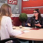 Adriana Lastra, vicesecretaria general del PSOE, junto a la periodista Miriam Martínez
