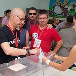 Javier Sánchez ejerciendo su derecho al voto.