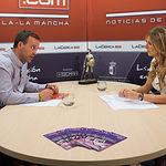 Onésimo González, cabeza de lista de Ciudadanos C's al Congreso por Albacete, junto a la periodista Miriam Martínez.