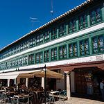 Plaza Mayor de Almagro (Ciudad Real). Bandera del teatro en España, Almagro en una las ciudades de la Ruta del