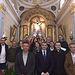 Álvaro Gutiérrez con el alcalde de Bargas y la directiva de la Hermandad del Cristo de la Sala