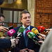 El presidente de Castilla-La Mancha, Emiliano García-Page, atiende a los medios de comunicación. Foto: Jose Ramon Marquez//JCCMM