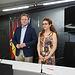 El alcalde de Albacete, Vicente Casañ, y la concejal de Atención a las Personas, Juani García, en una rueda de prensa para informar sobre la convocatoria de plazas para el programa de Escuelas de Verano.