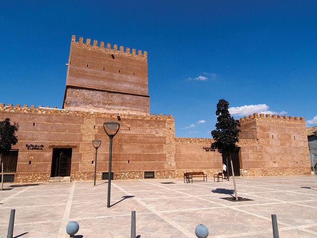 Castillo de Pilas Bonas, Monumento de Interés Hitórico-Artístico, en Manzanares. Actualmente establecimiento hotelero.