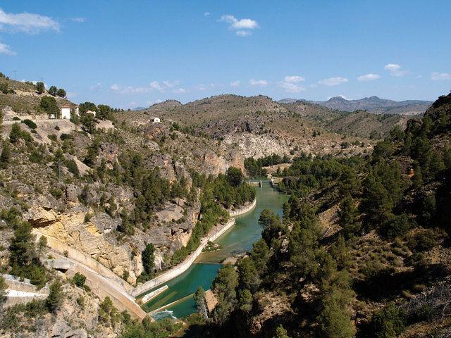 Agua procedente del pantano de La Fuensanta, en la Sierra del Segura (Albacete).