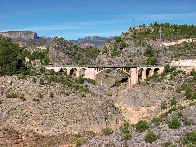 Puente del embalse de la Fuensanta, en el término municipal de Yeste, Albacete.
