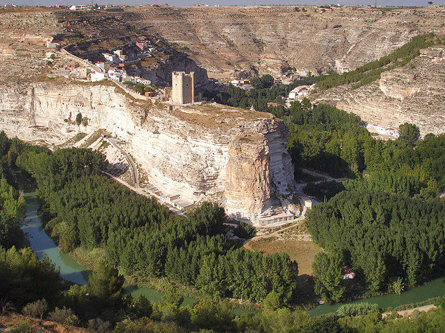 La belleza de Alcalá del Júcar atrae a multitud de artistas de todo el mundo.