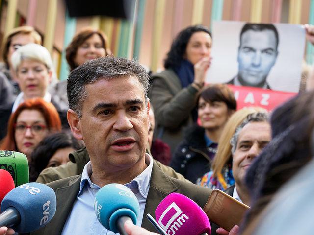 Manuel González Ramos, candidato al Congreso por el PSOE en Albacete, durante la tradicional Pegada de Carteles de las Elecciones Generales del 28A