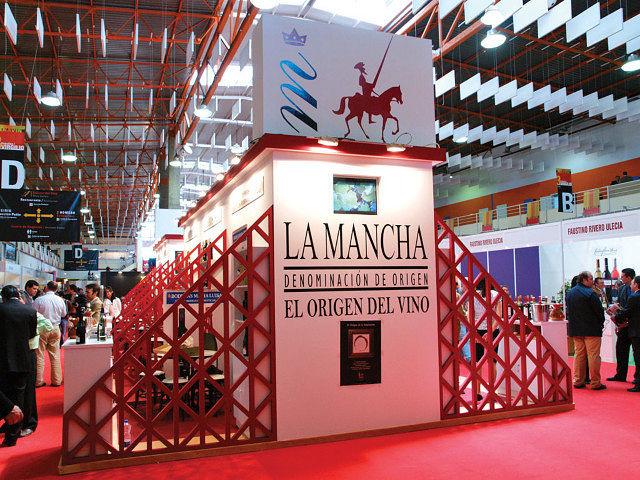Stand de la Denominación de Origen La Mancha en la pasada edición de FENAVIN celebrada en Ciudad Real.