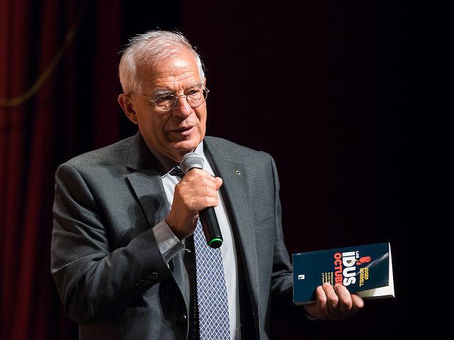 """Josep Borrell durante la presentación de su libro \""""Los idus de octubre\"""""""