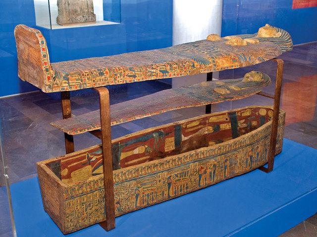 Sarcófago anónimo. Segunda Cachette de Deir el Bahari. Dinastía XXI (1069-945 a.C.). Madera policromada.