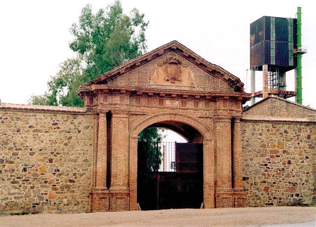 Puerta de Carlos IV que da acceso al Cerco de Buitrones, según la fecha que figura en una inscripción data de 1795.