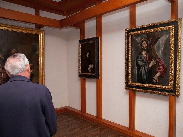 El museo parroquial alberga obras de El Greco y Vicente López, entre otros artistas.