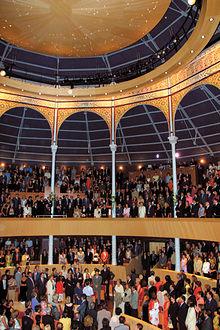 Interior del Teatro Circo, repleto de gente durante su inauguración el 9 de septiembre de 2002, con la presencia de S.A.R. Doña Sofía.